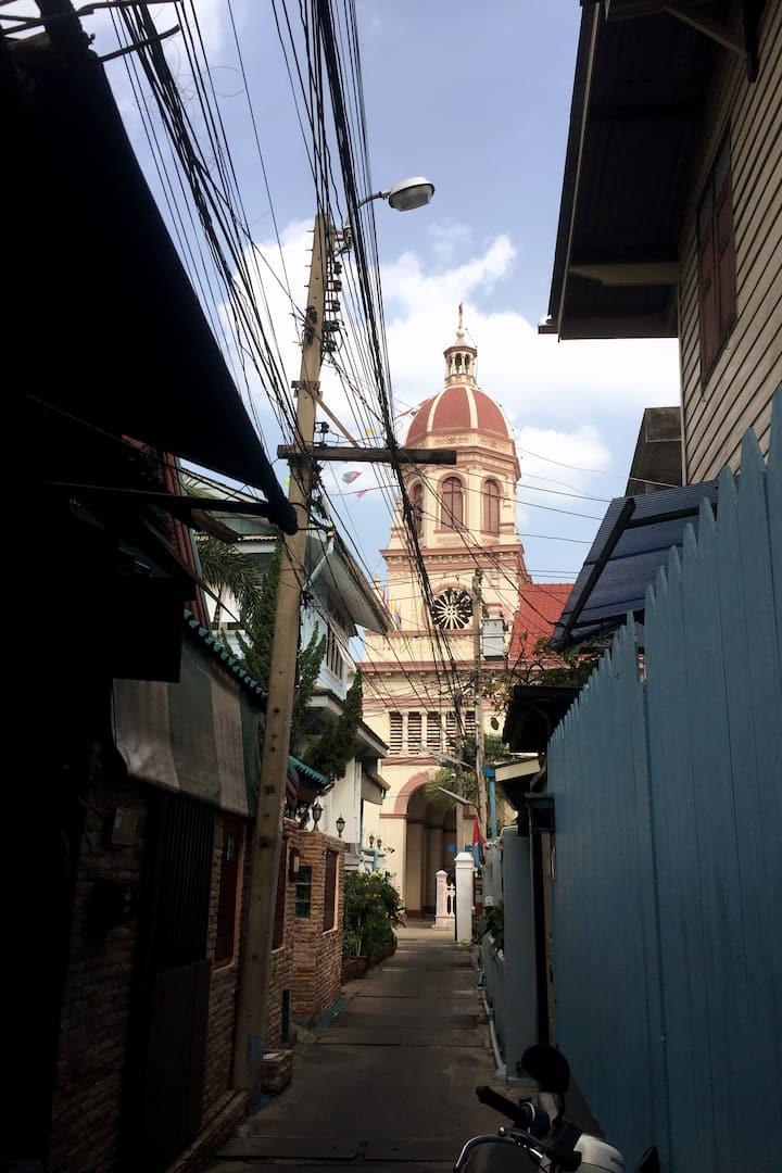 Walk in Thai-Portuguese community