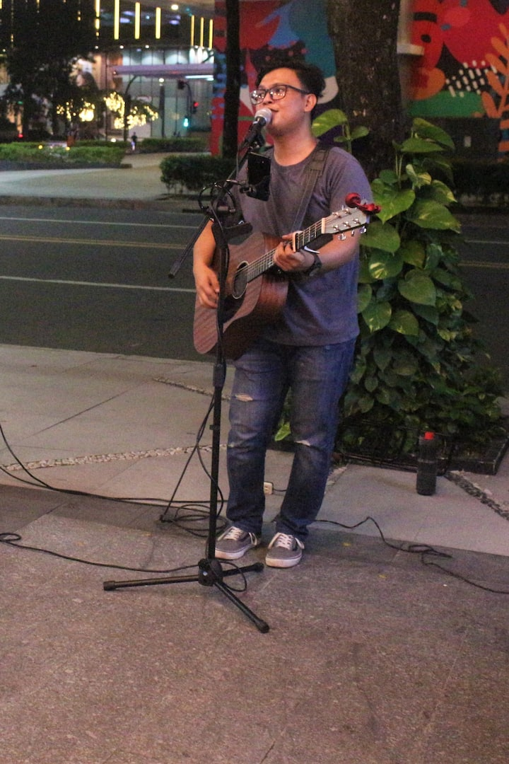My co-busker here at Metro Manila