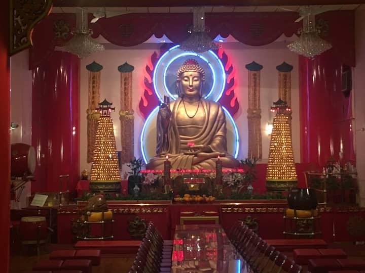 Mahayana Buddhist Temple in Chinatown