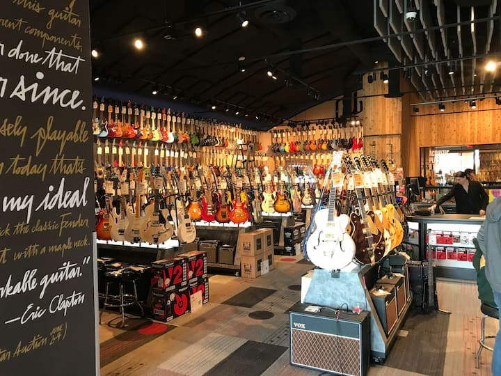 1000's of Guitars&History @Guitar Center