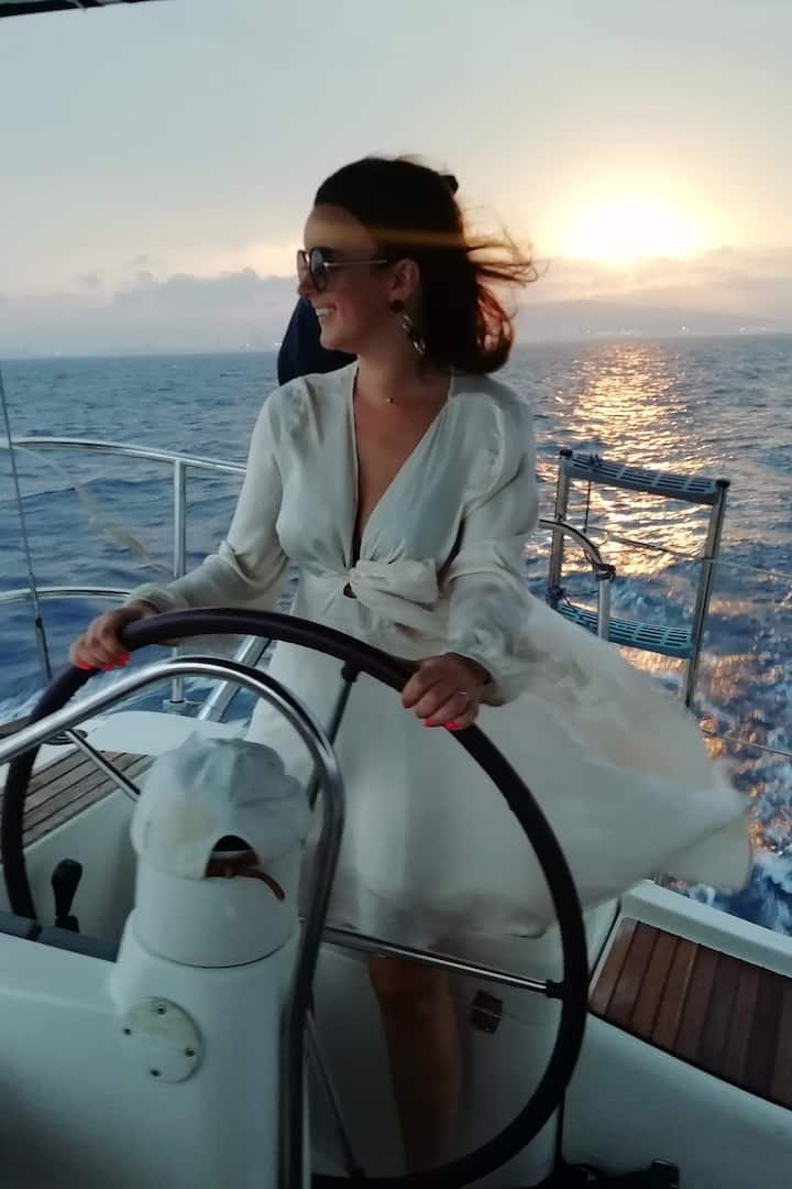 A unique sunset sailing experience