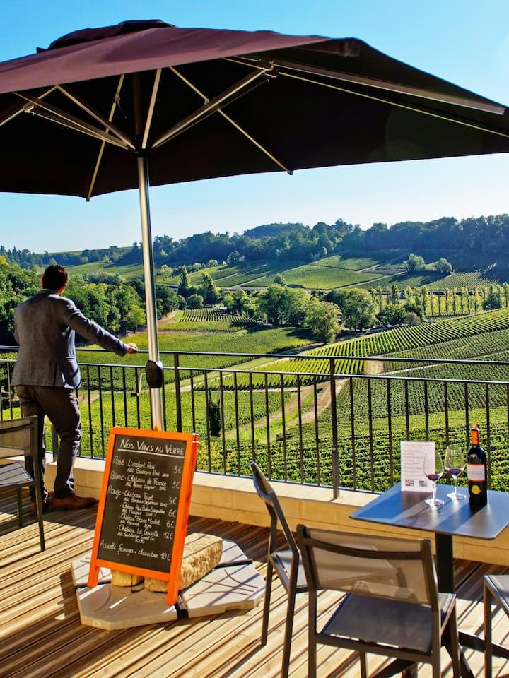 Terrasse et Bar à Vin
