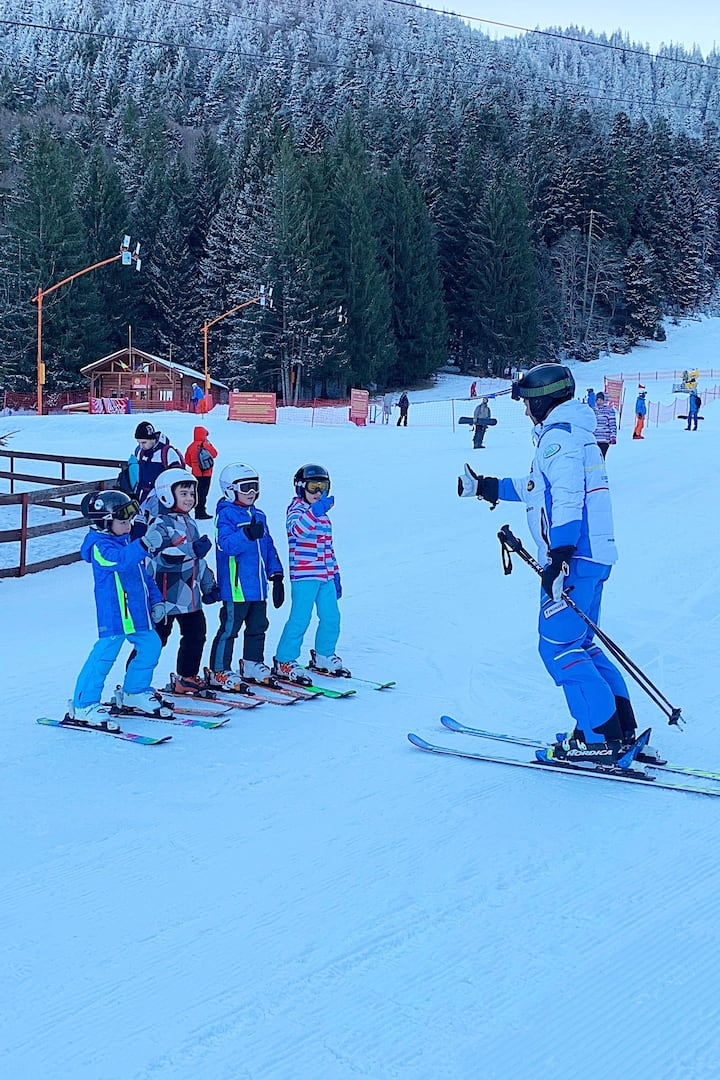Kids ski lessons experience in Poiana.
