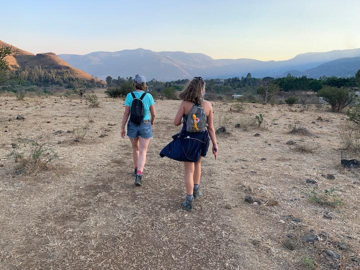 Agradable caminata con vista del valle