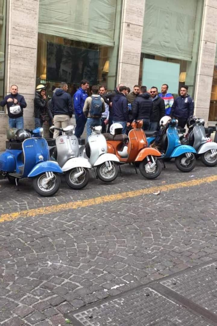 The first Vespa Tour Made in Naples