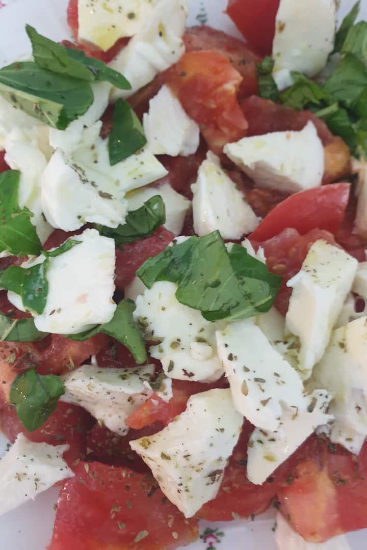 insalata caprese pomodoro e mozzarella