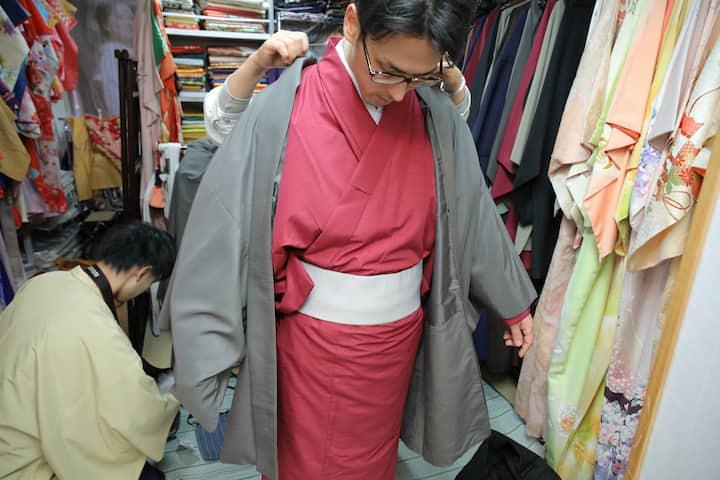 浅草レンタル店でベストな和服を着て、本物の日本人に変身する