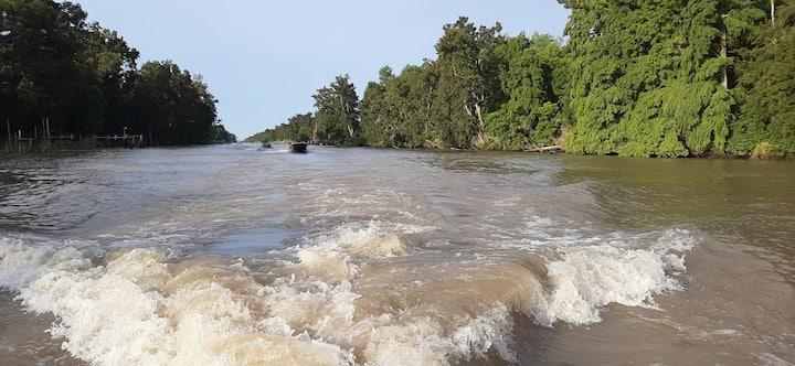 Navegando por el Canal Gobernador Arias