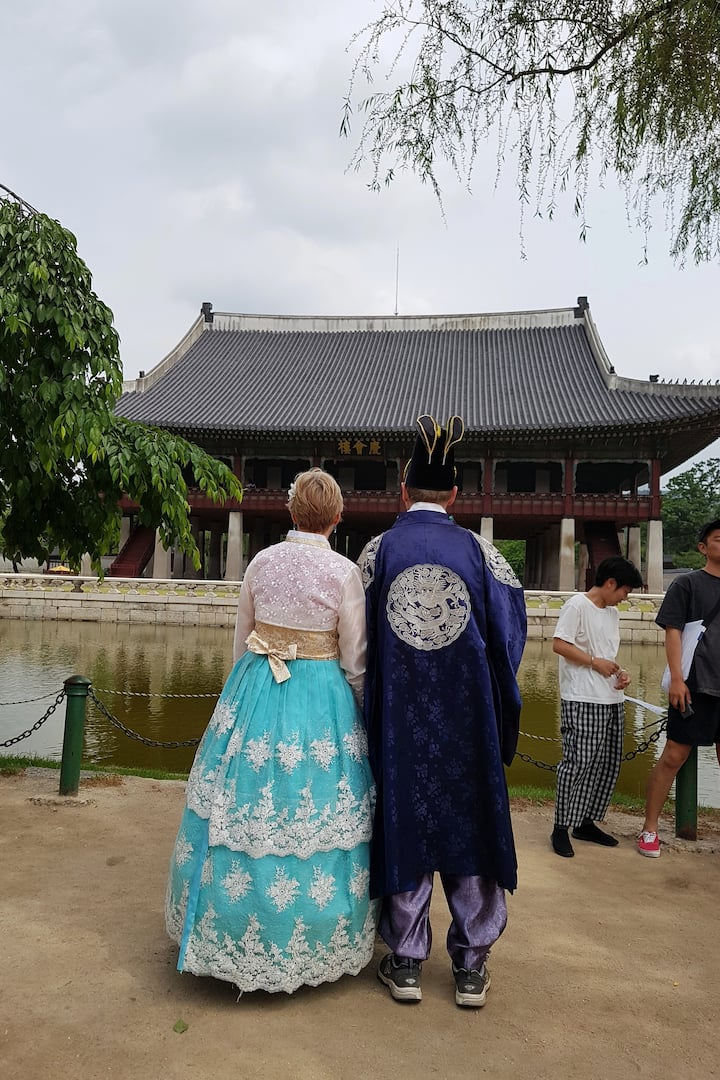 Gyeogbokgung Palace with Hanbok