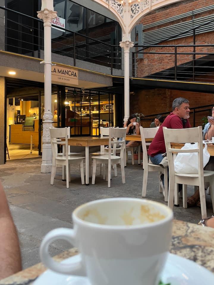 Luego a La Mancha Café Studio.