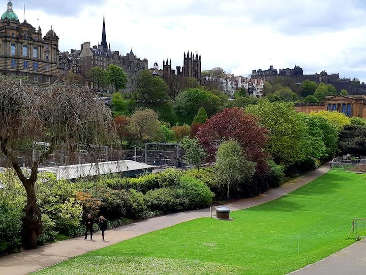 Edinburgh Castle from Waverley Bridge