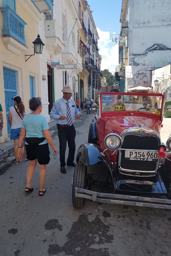 Ford... american car in Havana