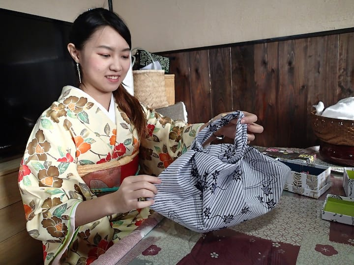 Making bags in Japanese kimono fabric