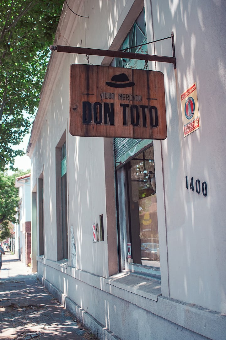 Mercado Don Toto antiques market