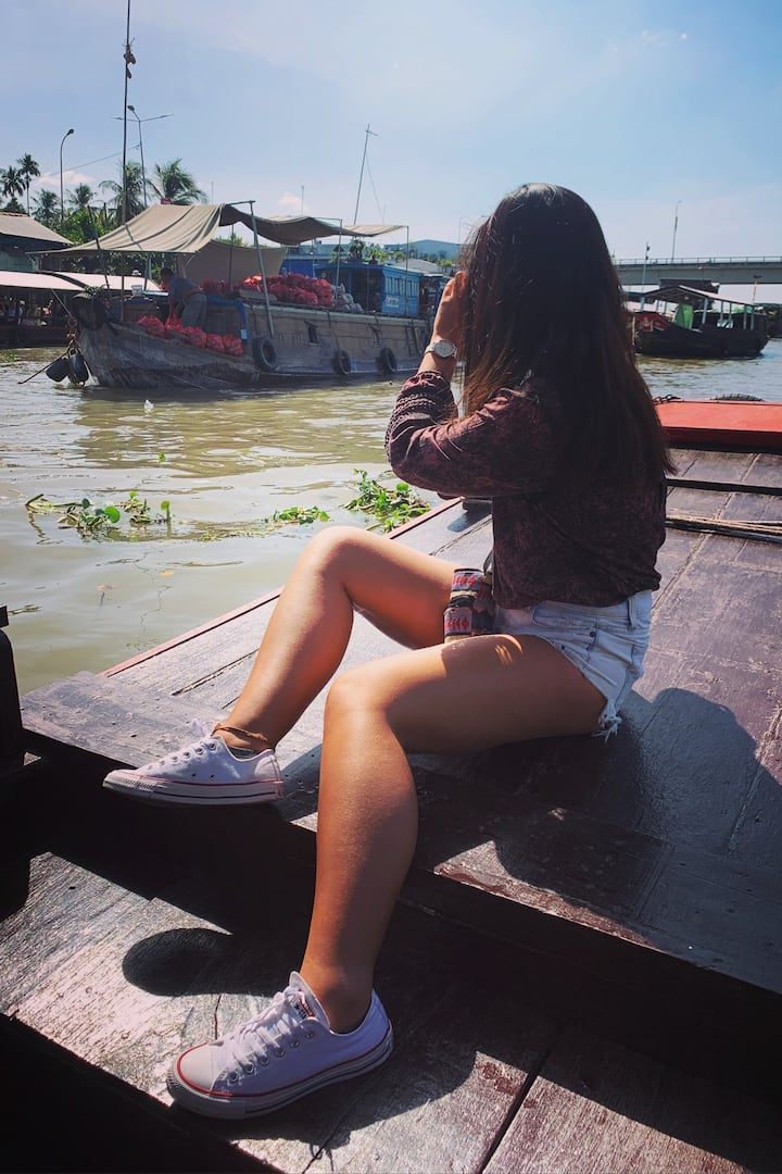 Guest taking photo at Floating Market