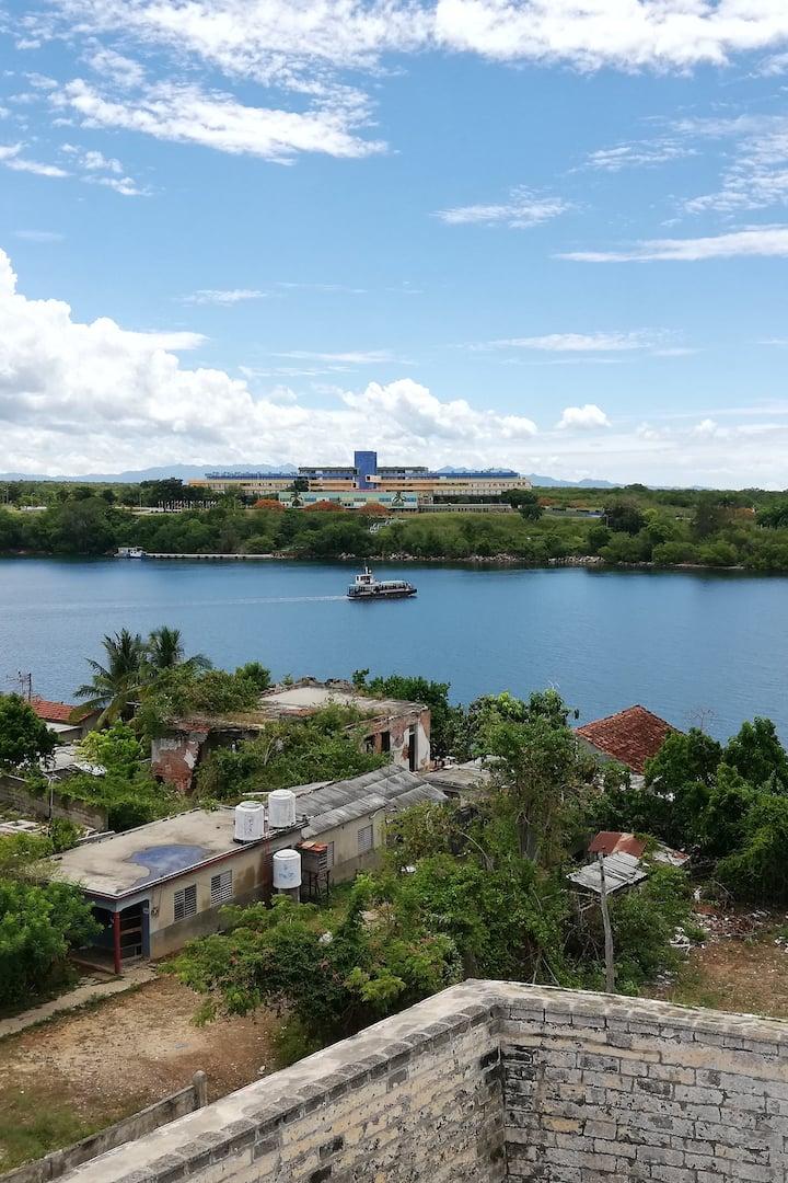Vista del Ferry que cruza la bahía