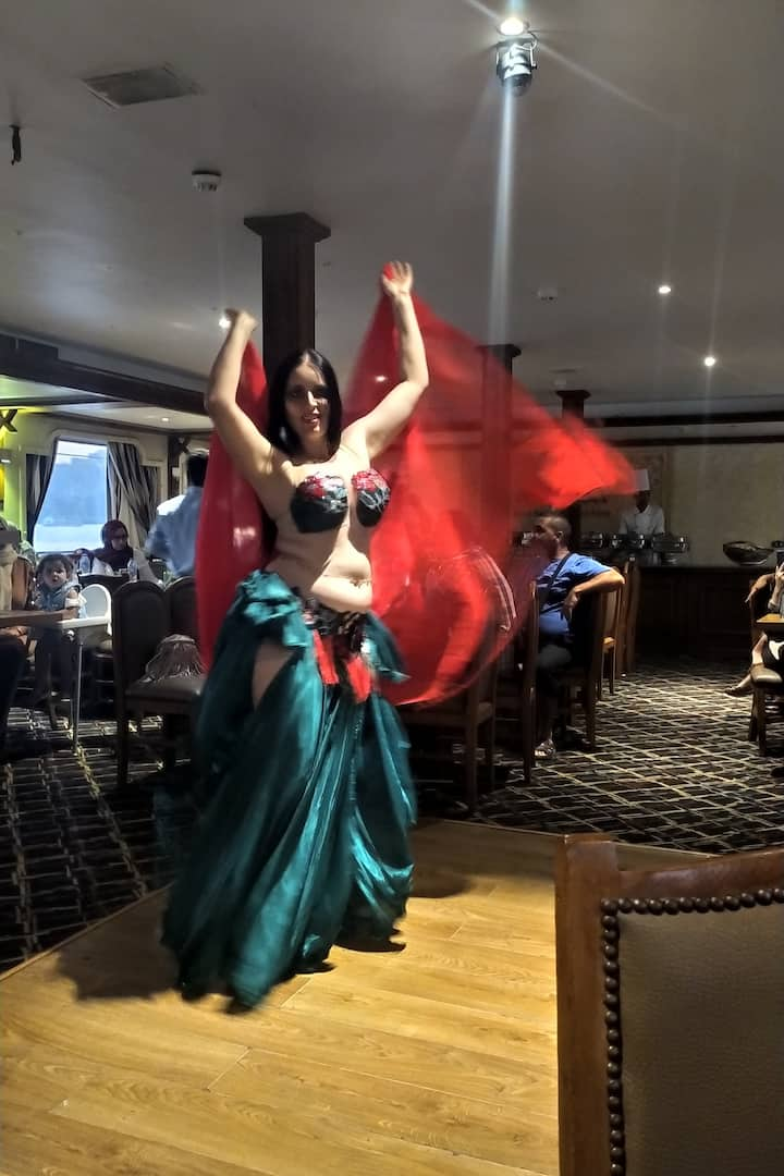 THE ORIENTAL DANCE THE NUMBER ONE IN EGYPT FOLCOLOR TO ENJOY WITH YOUR FRIENDS AND YOUR FAMILY AND YOUR TOUR GUIDE IN THE SAME NILE COURSE FOR HELP YOU