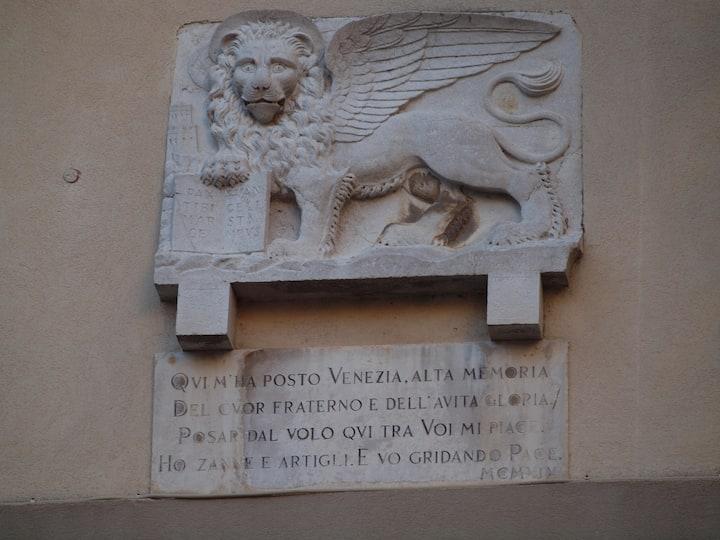 ma cosa ci fa qui il Leone di San Marco