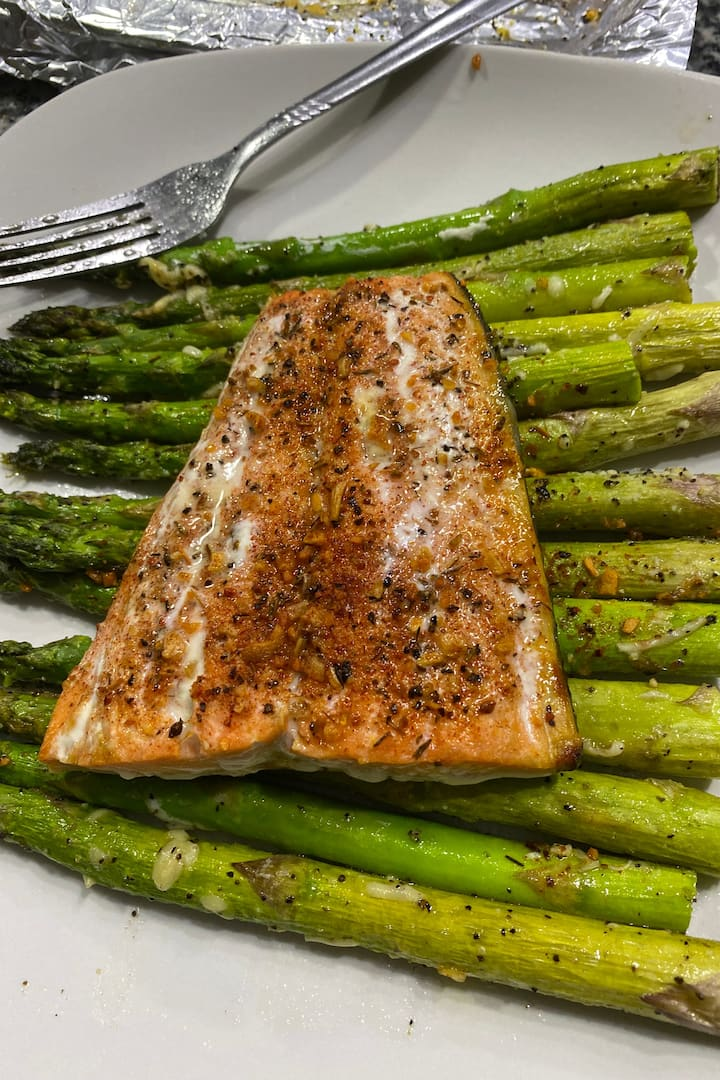 Baked salmon with parmesan asparagus