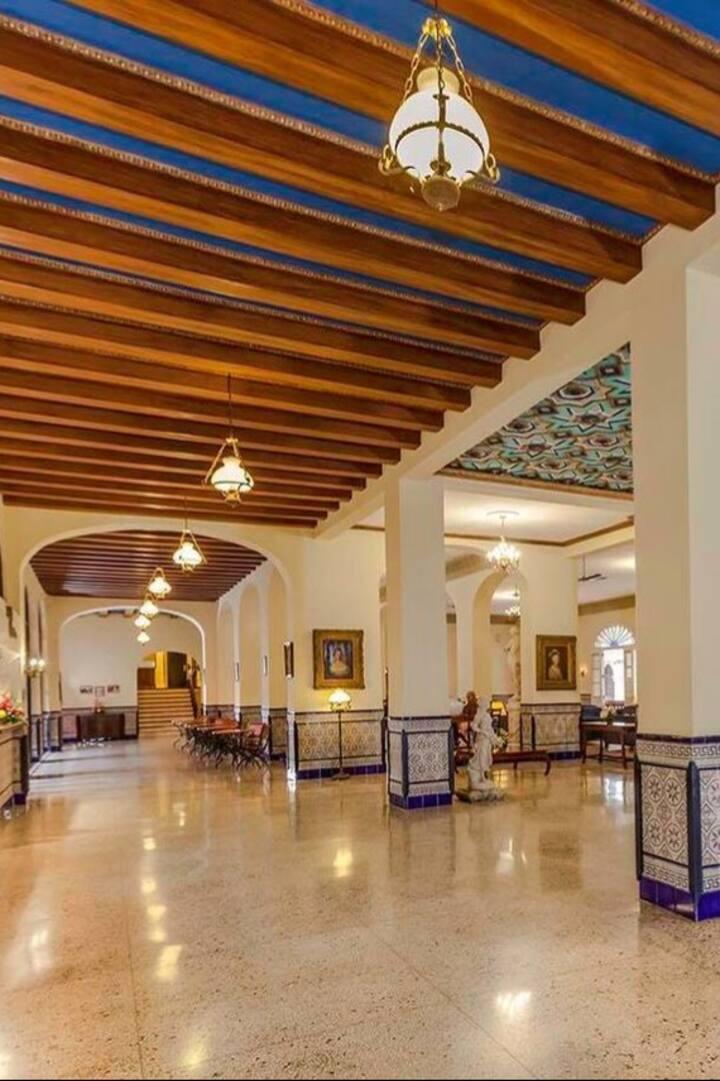 Hotel Sevilla, Mafia´s Cuartel