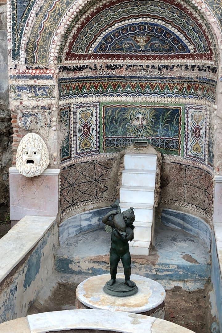 Moaic decoration of a fountain