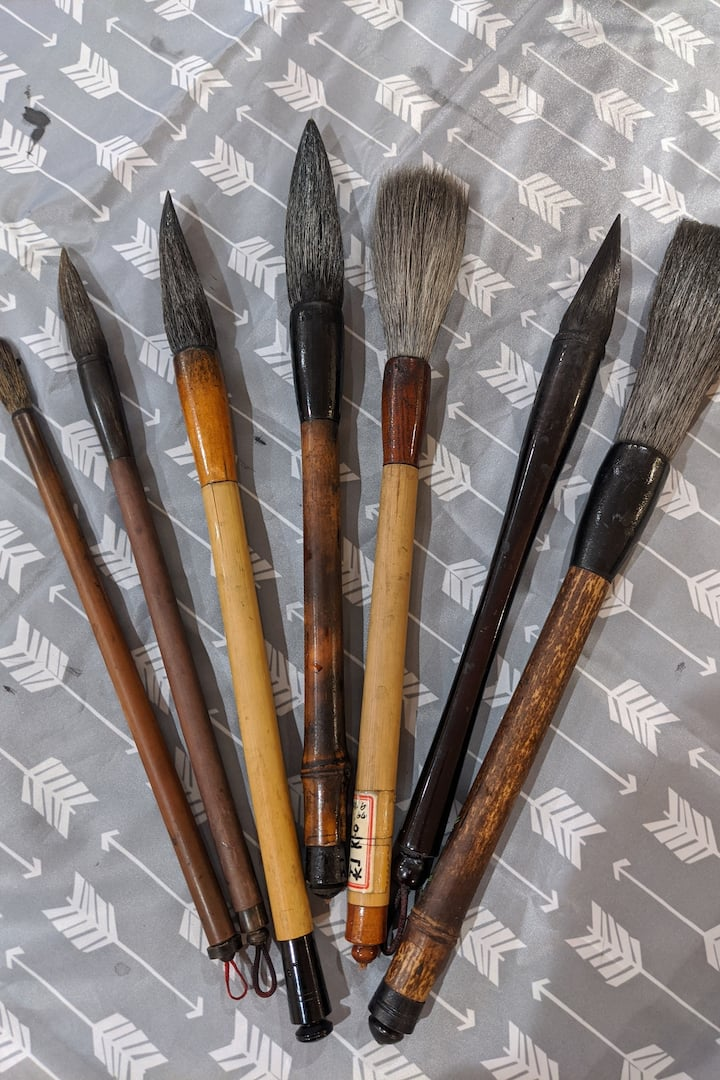 Various Asian brushes that you can experience
