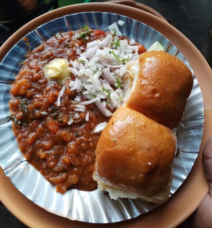 pav bhaji on yo plate