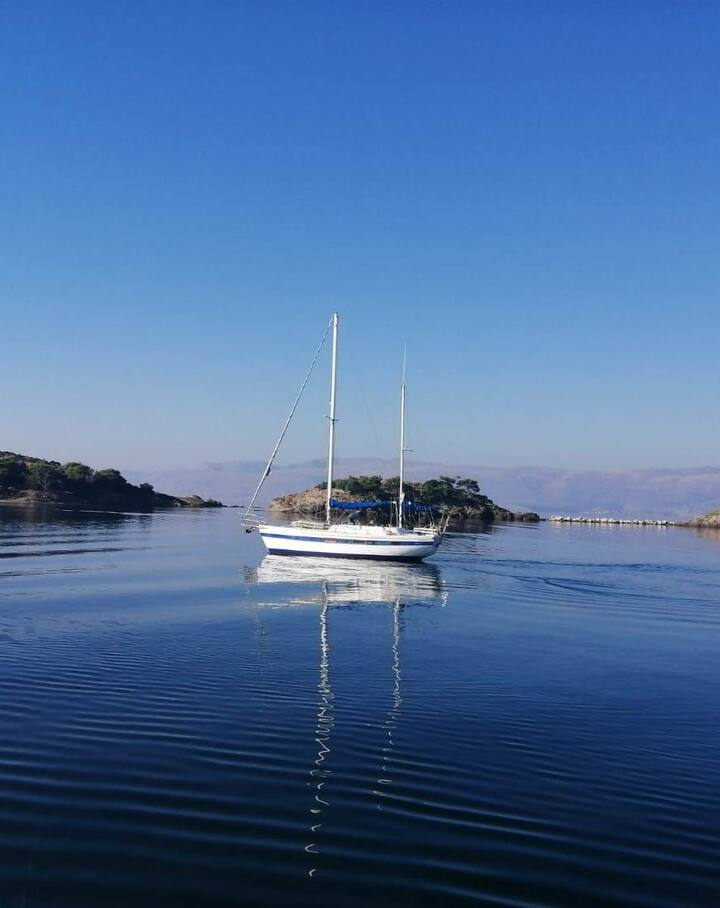 Sailing to a beautiful bay