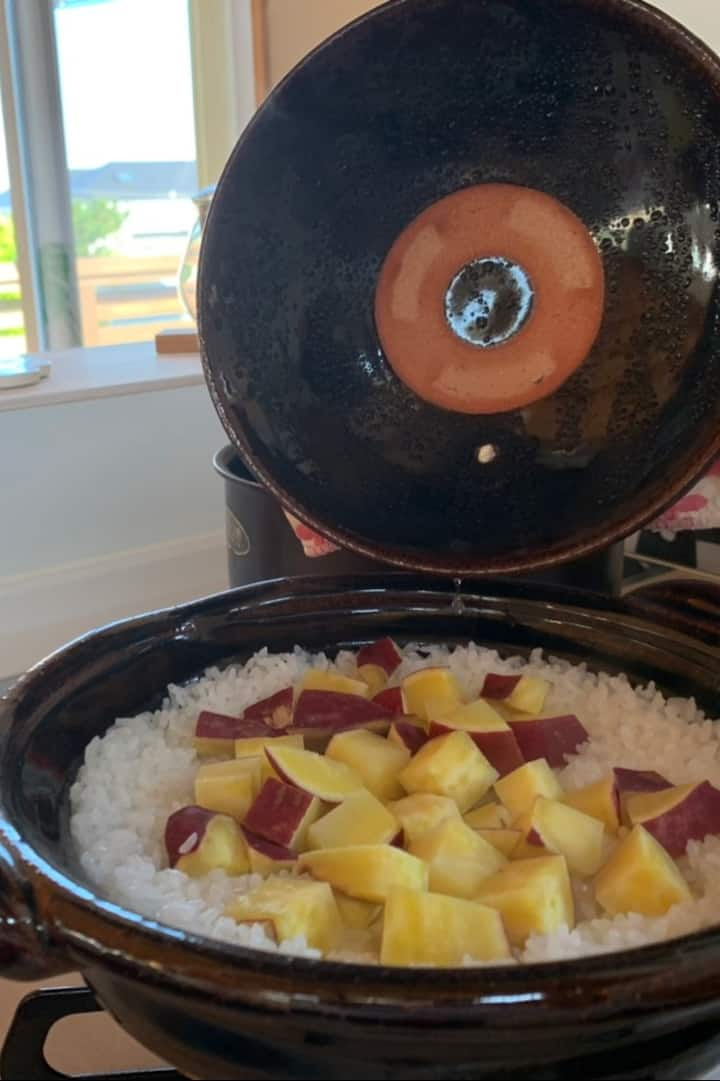 Cooking rice with Donabe (cray pot)