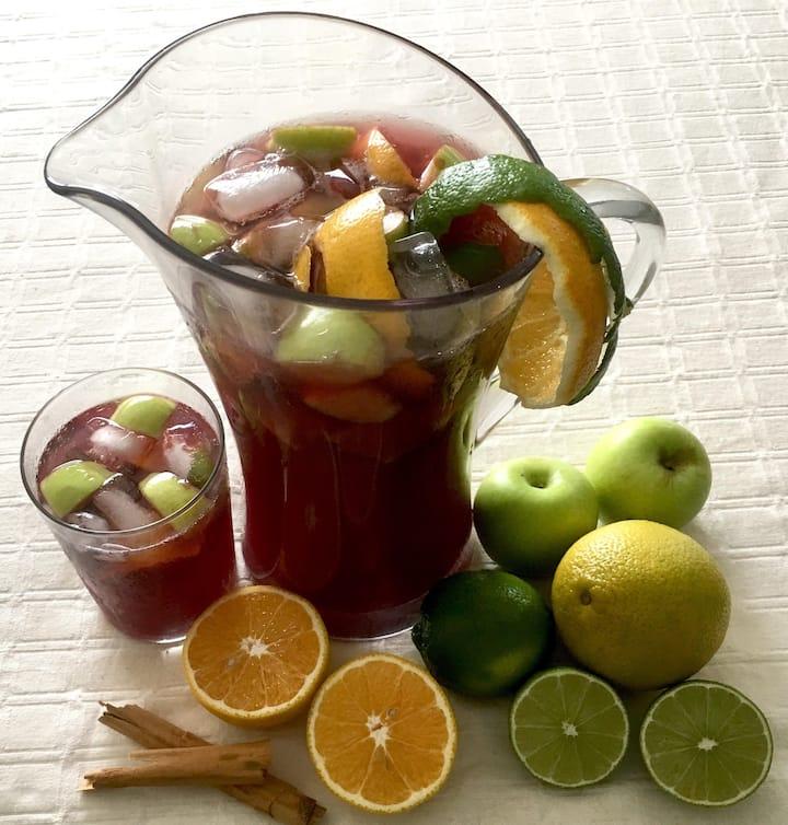 SANGRIA DE FRUTAS de Vino tinto, frutas