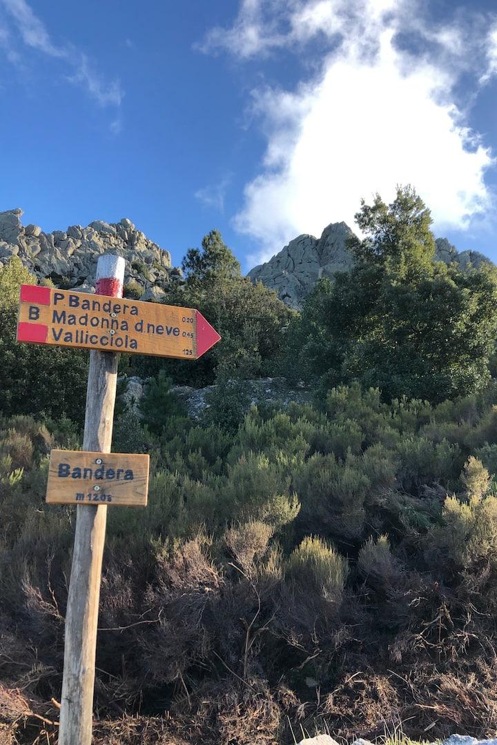 Trail to Punta Bandiera.