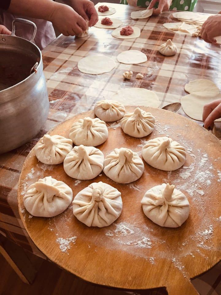 Making the khinkali