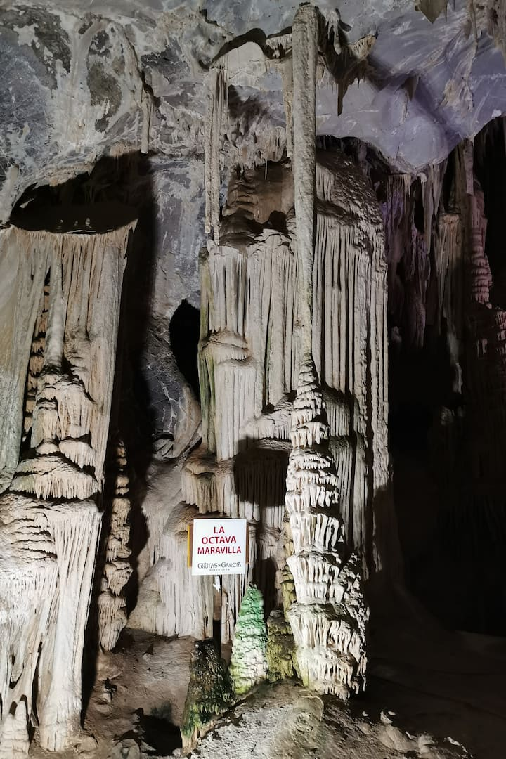 Stalactites and stalagmites formation