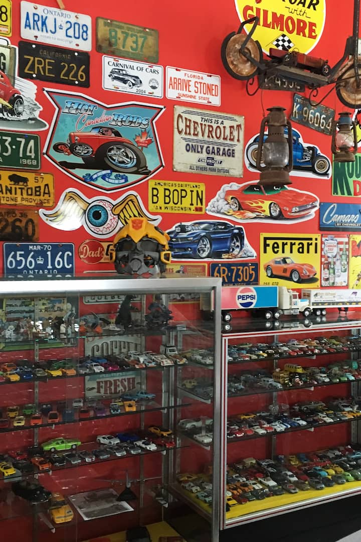 Collection of over 3500  diecast cars