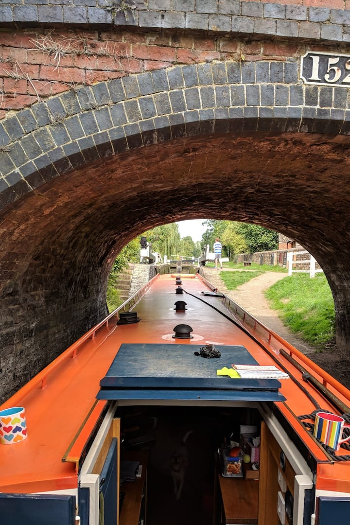 Experience the canal as boat owners do