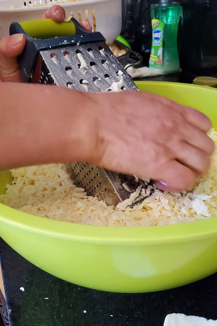 Rayando queso