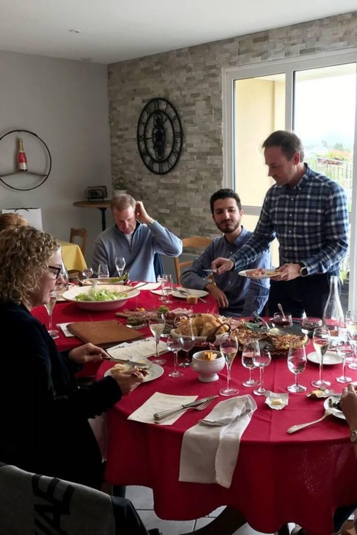 Le repas à la table du vigneron.