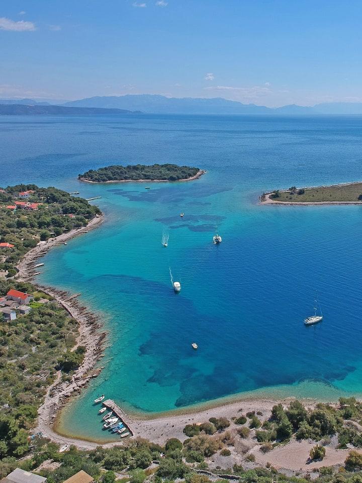 Blue lagoon - island Drvenik V.