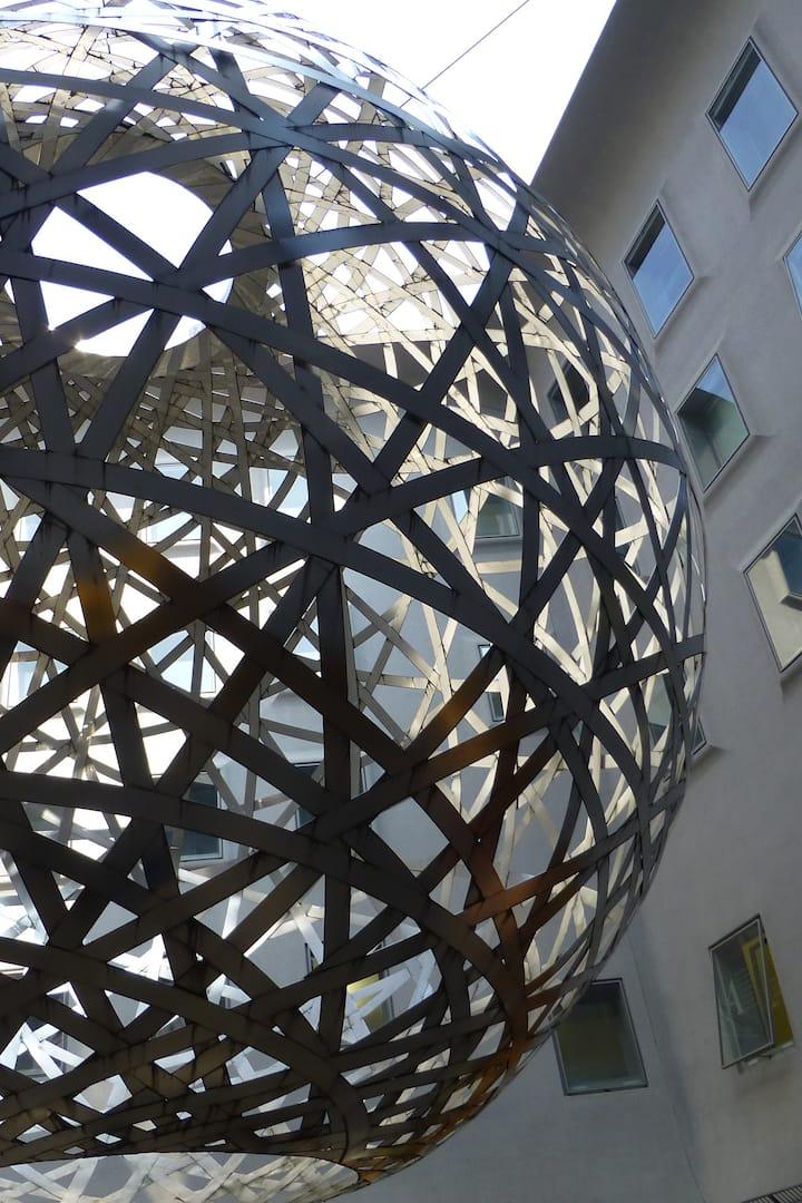 """Kunst in den Fünf Höfen: """"The Sphere"""""""