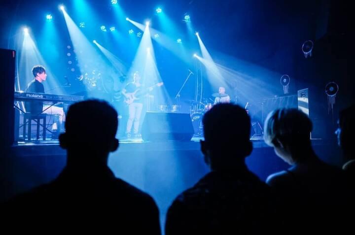 To live unique concerts