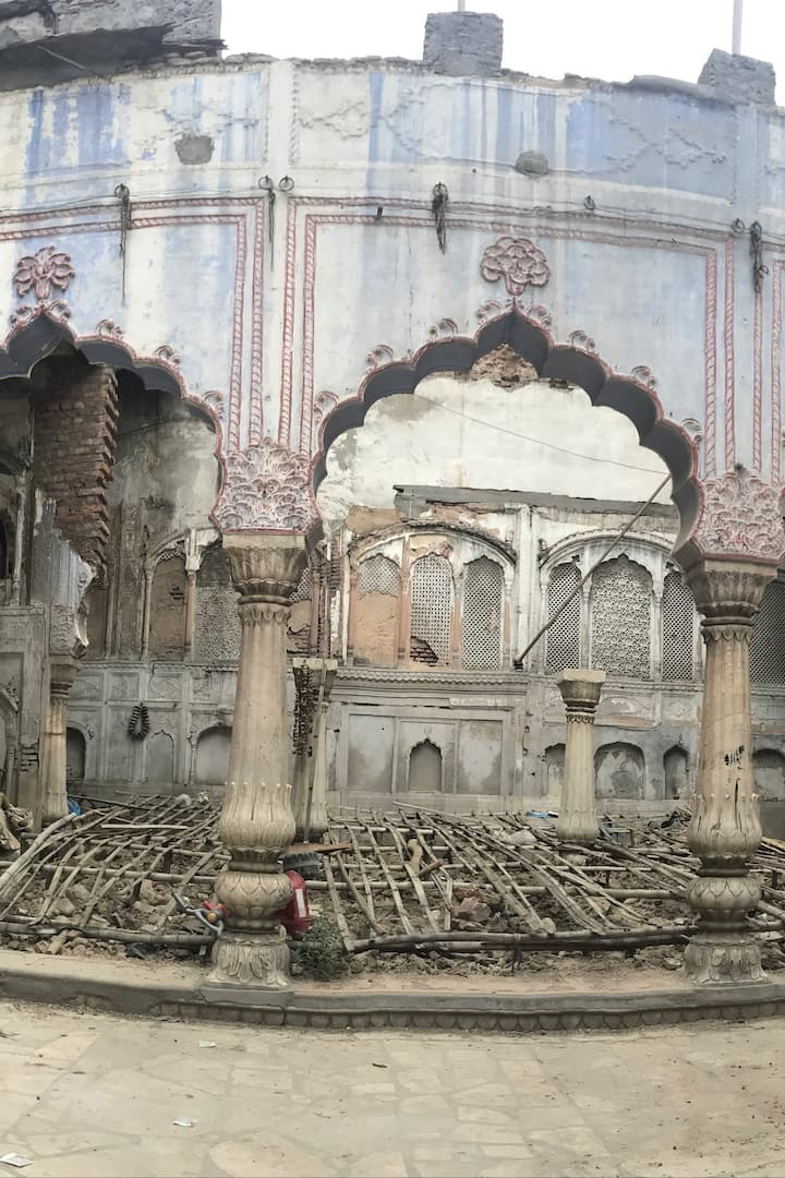 A dilapidated old 'Haveli' in Old Delhi