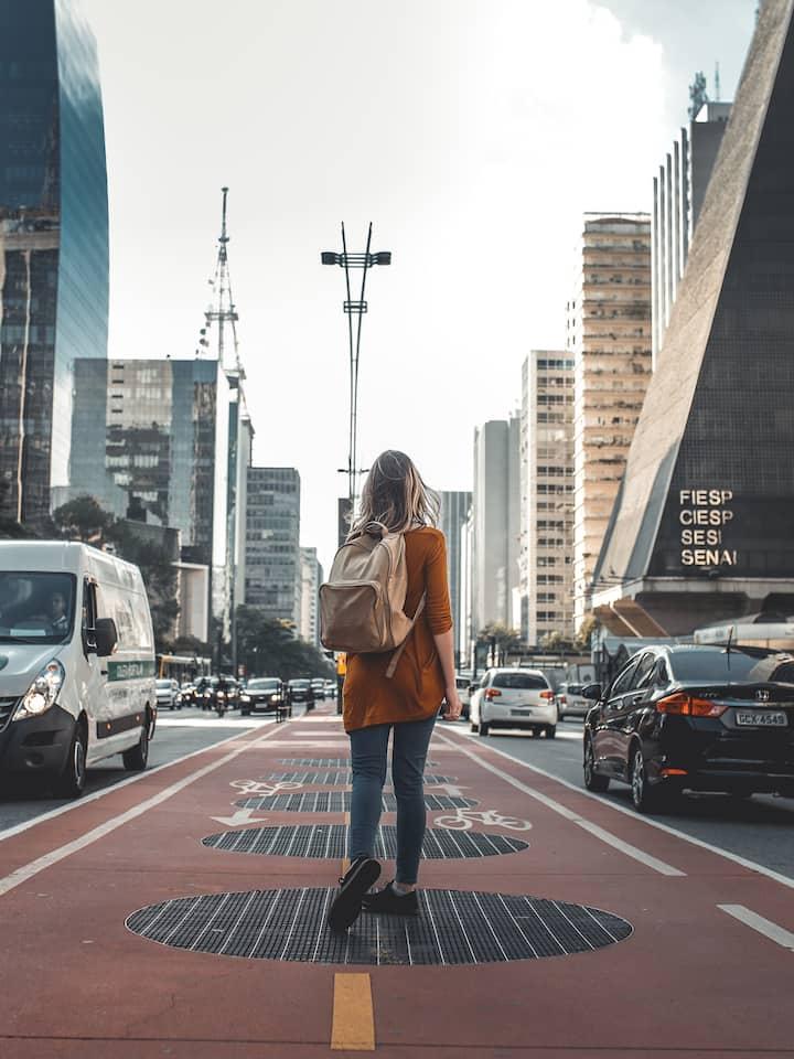 Uma caminhada pela avenida Paulista.