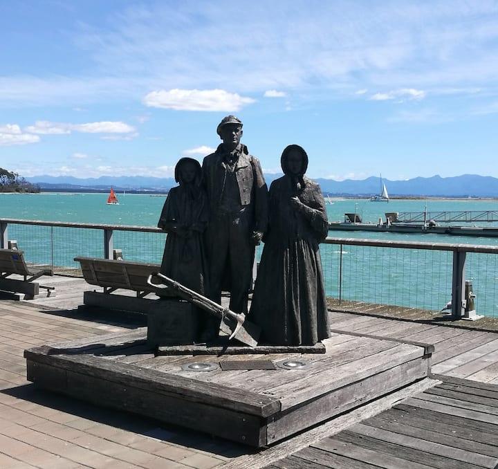 Port History sculpture