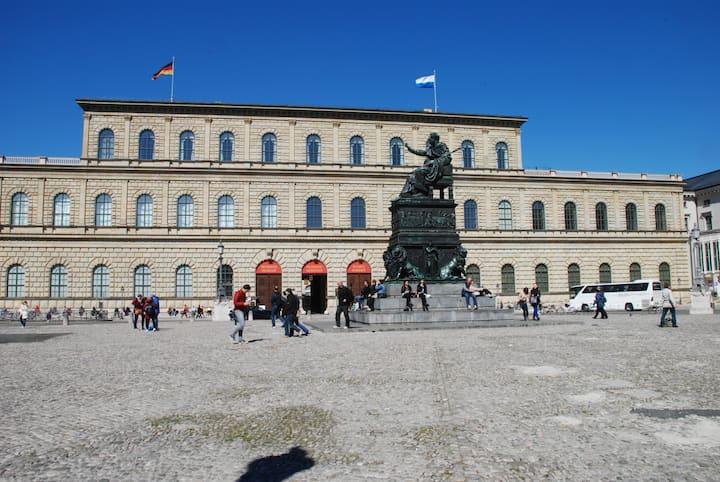 Königsbau und Max-Joseph-Denkmal