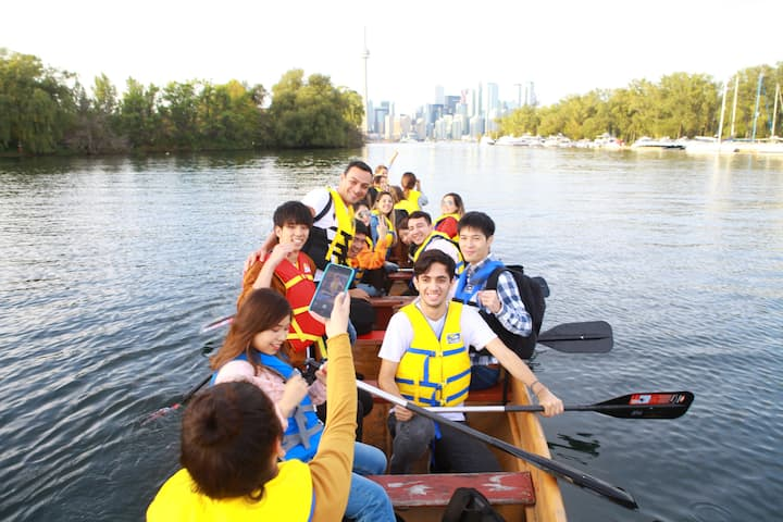 paddle with the view. canoe tour toronto