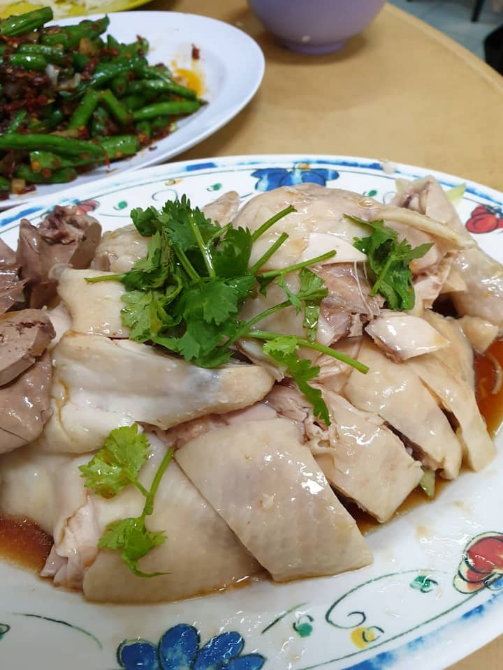 Authentic Local Chicken Rice in the City
