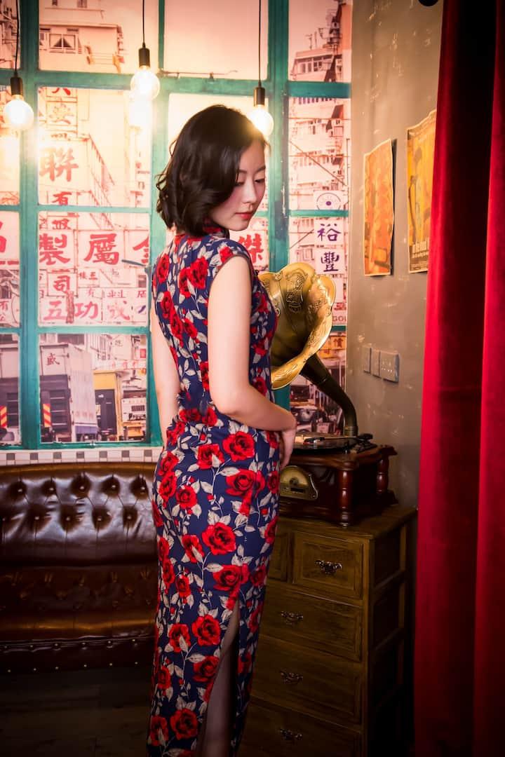 Wearing qipao show your beauty