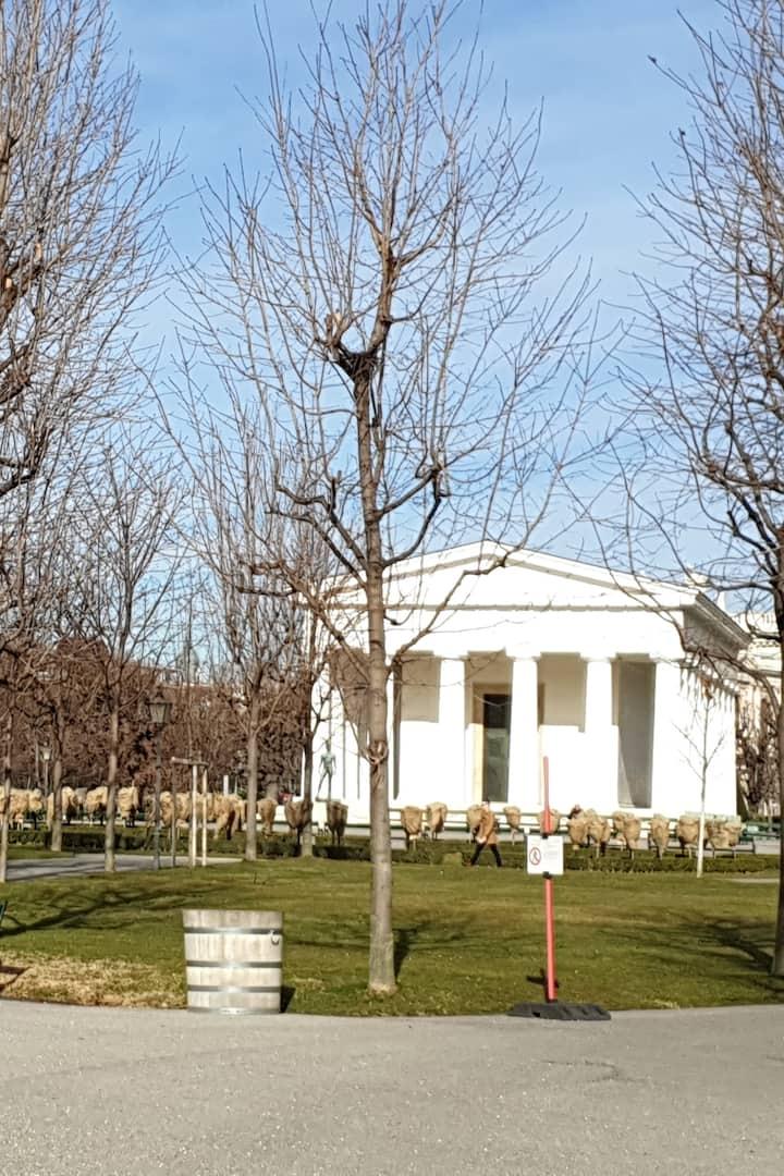 Un tempio greco nel centro città
