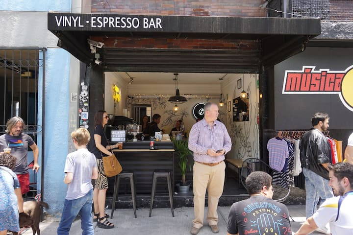 Meeting Point - Vinyl Espresso Bar
