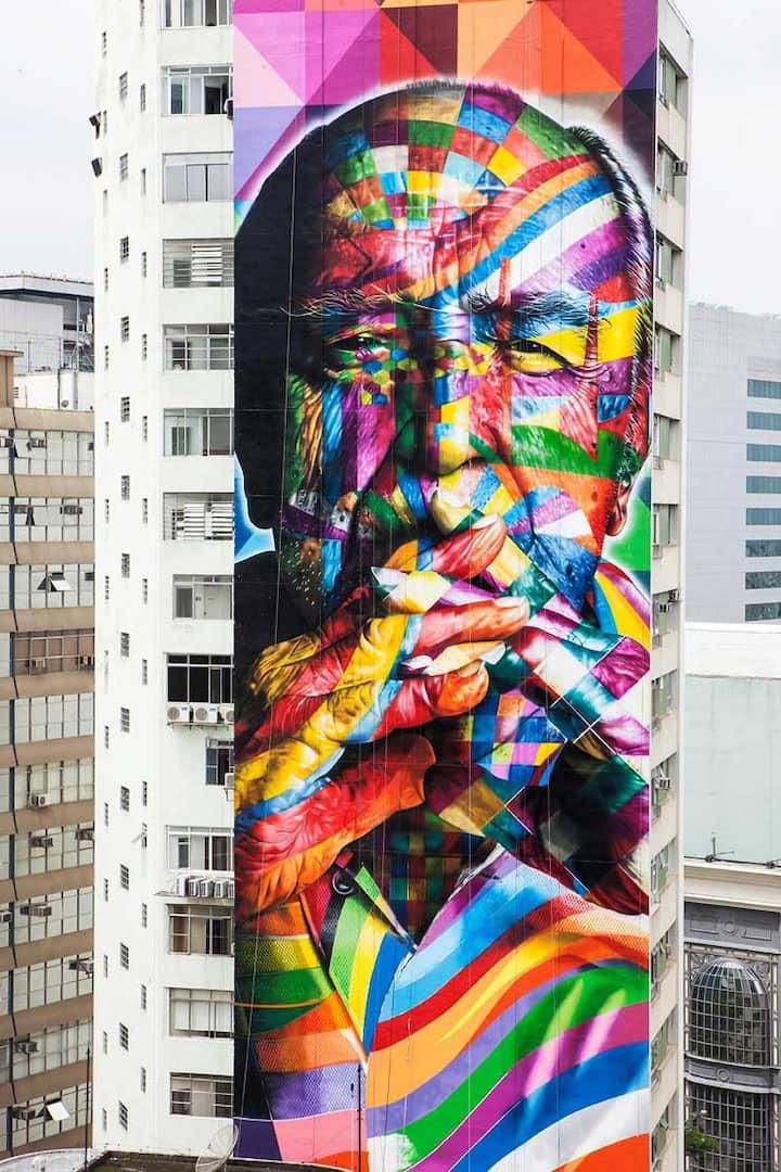 Graffiti Niemeyer on Paulista ave.